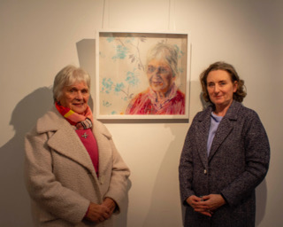 No Repro Fee: Cork County Council Host an exhibition 'Memory is Grey' in Library HQ by artist Gillian Cussen which explores memory loss. Pictured in front of her portrait are Eileen Corcoran and family Áine Corcoran, The Lough.